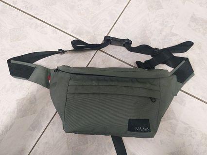 NAMA 吊帶袋