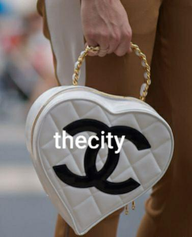 AUTHENTIC CHANEL VINTAGE WHITE QUILTED PATENT LEATHER HEART SHAPED VANITY TOTE BAG - GOLD CHAIN HANDLE