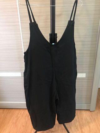 黑色大口袋連身寬褲