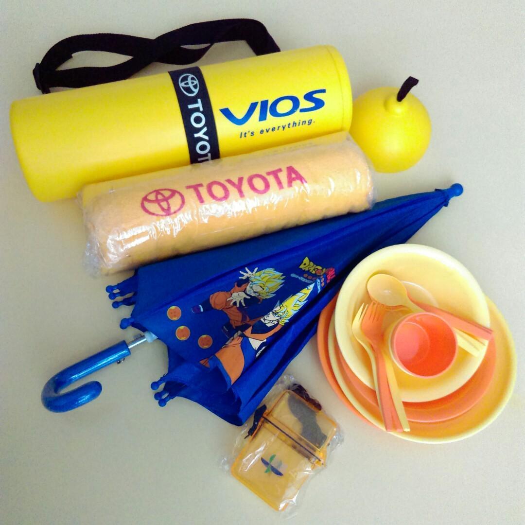全新二手全帶走 親子戶外水上休閒防水背桶 防水盒 雨陽傘 毛巾 餐具 共18件