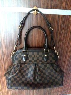 🔥$2160 FIXED PRICE🔥USED Authentic Louis Vuitton Trevi Pm Shoulder Bag🔥Selling  Cheap for Clearance!