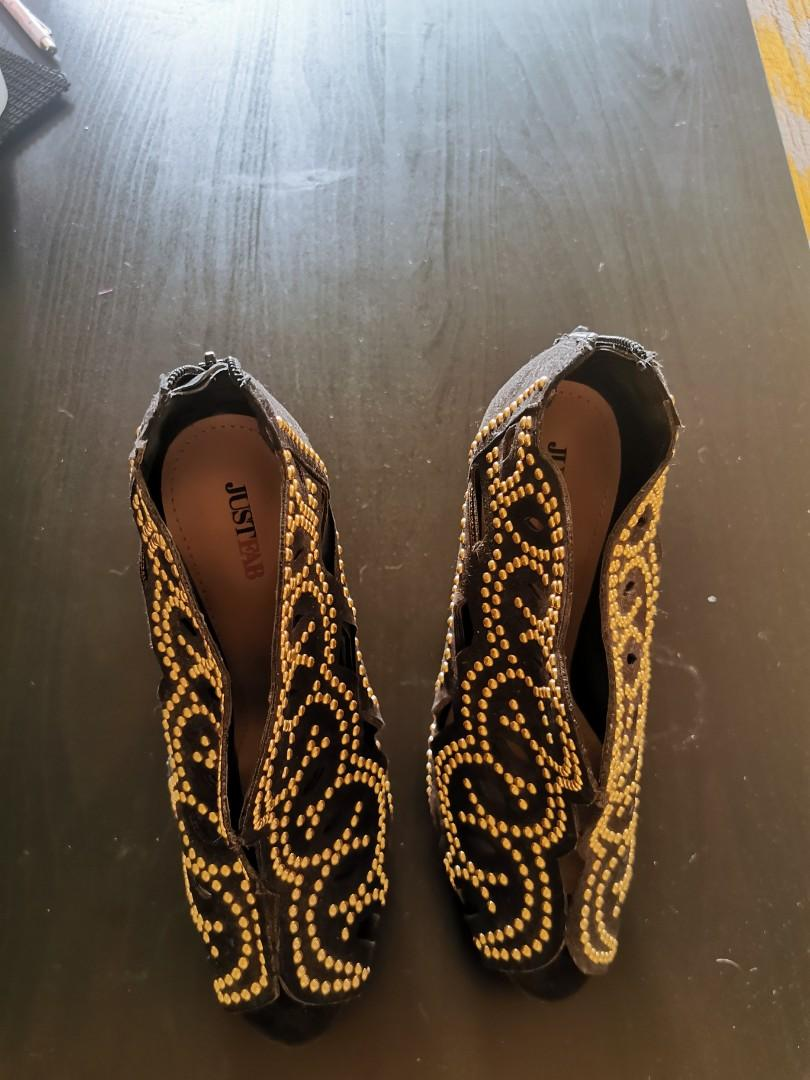 JustFab Size 8 Black and Gold Heels