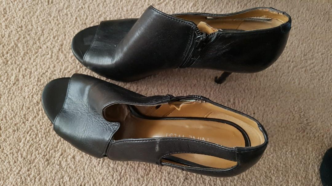 Nine West leather size 6, excellent condition and guess excellent condition. Use twice only, don't need it as I have quite few shoes