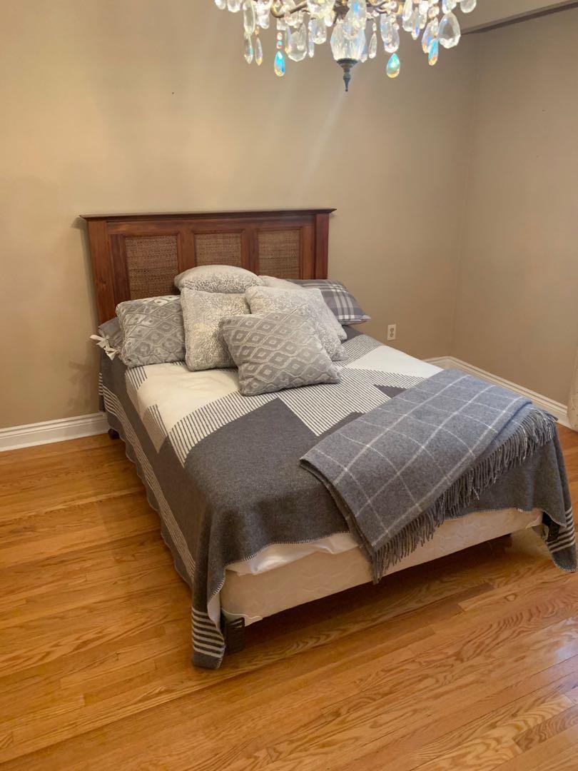 Queen Size Bedroom Set (Bed Frame + Mattress) (Wood)