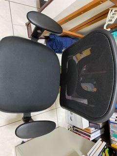 電腦椅 下盤是鐵的 耐重