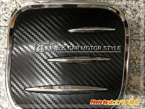 ※ 鑫立汽車精品 ※ CHR 17-20 擾流款 獠牙 卡夢 電鍍框 油箱蓋 黏貼 貼片式