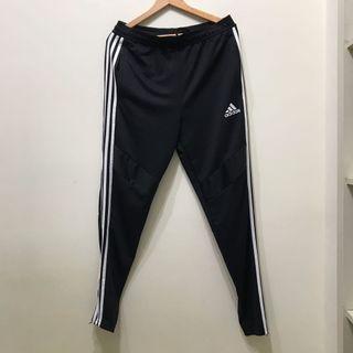 Adidas 三線褲L號/潮人必備