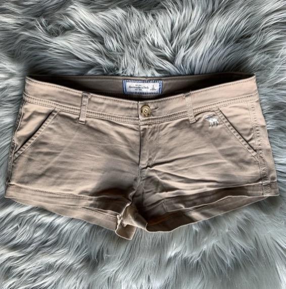 beige short-shorts