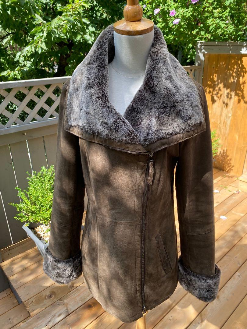 ⭐️LIKE NEW Gorgeous Danier distressed brown leather coat with faux fur lining ⭐️