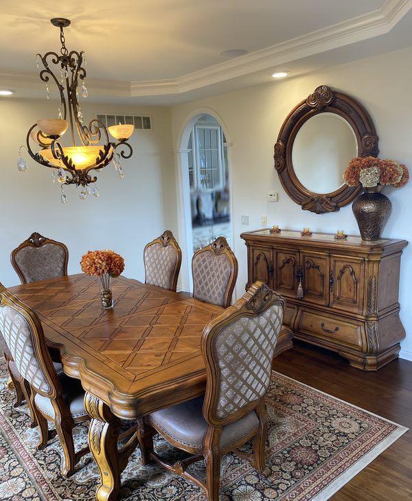 Moving sale beautiful dining set