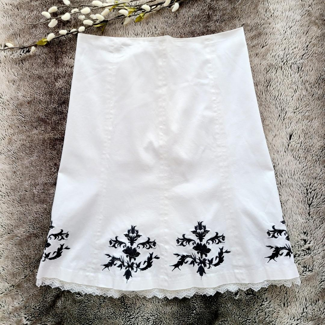 RW&CO. A-line white lace trim skirt