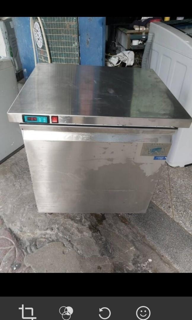 可用券,且降2000~二手中古營業用工作台冰櫃,冷凍櫃,只有冷凍功能,110v,保固3個月,line帳號chin0290