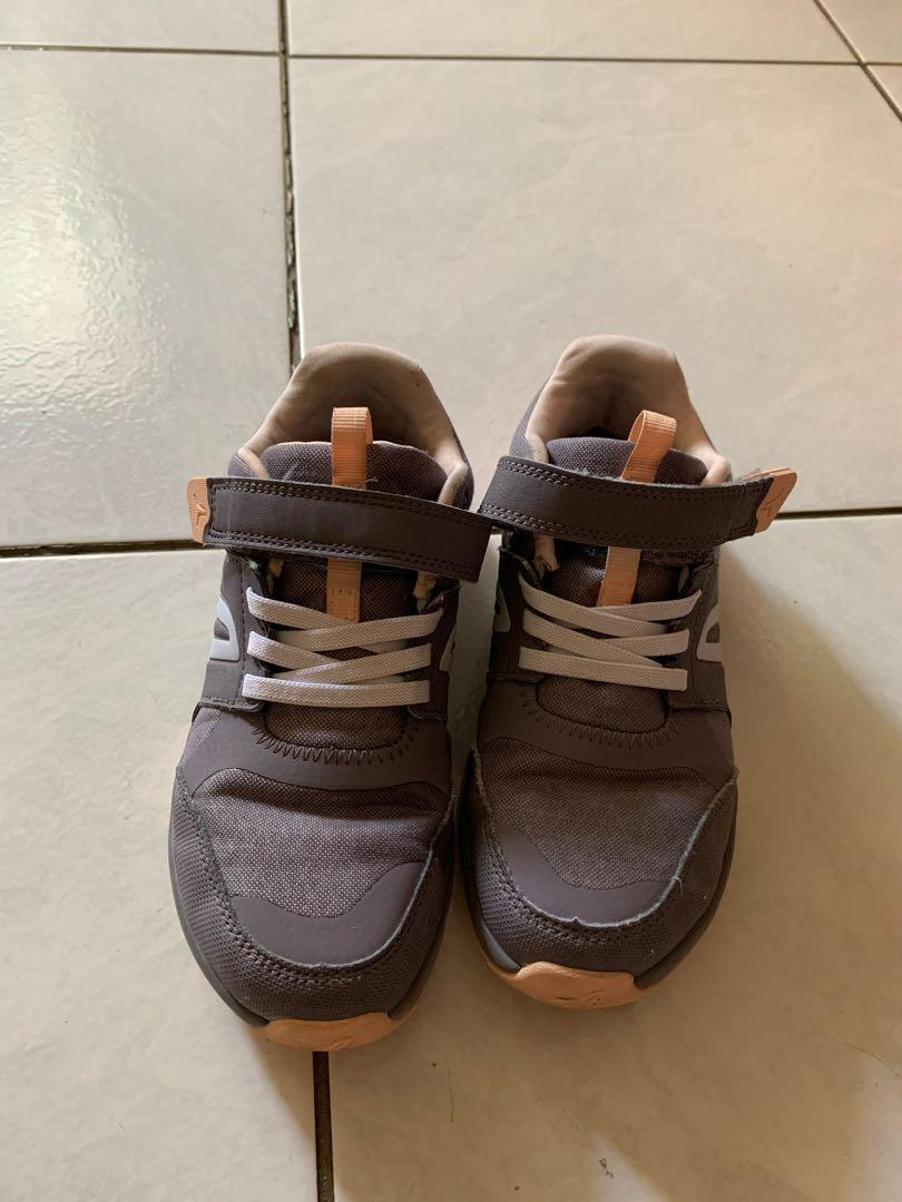迪卡儂布鞋