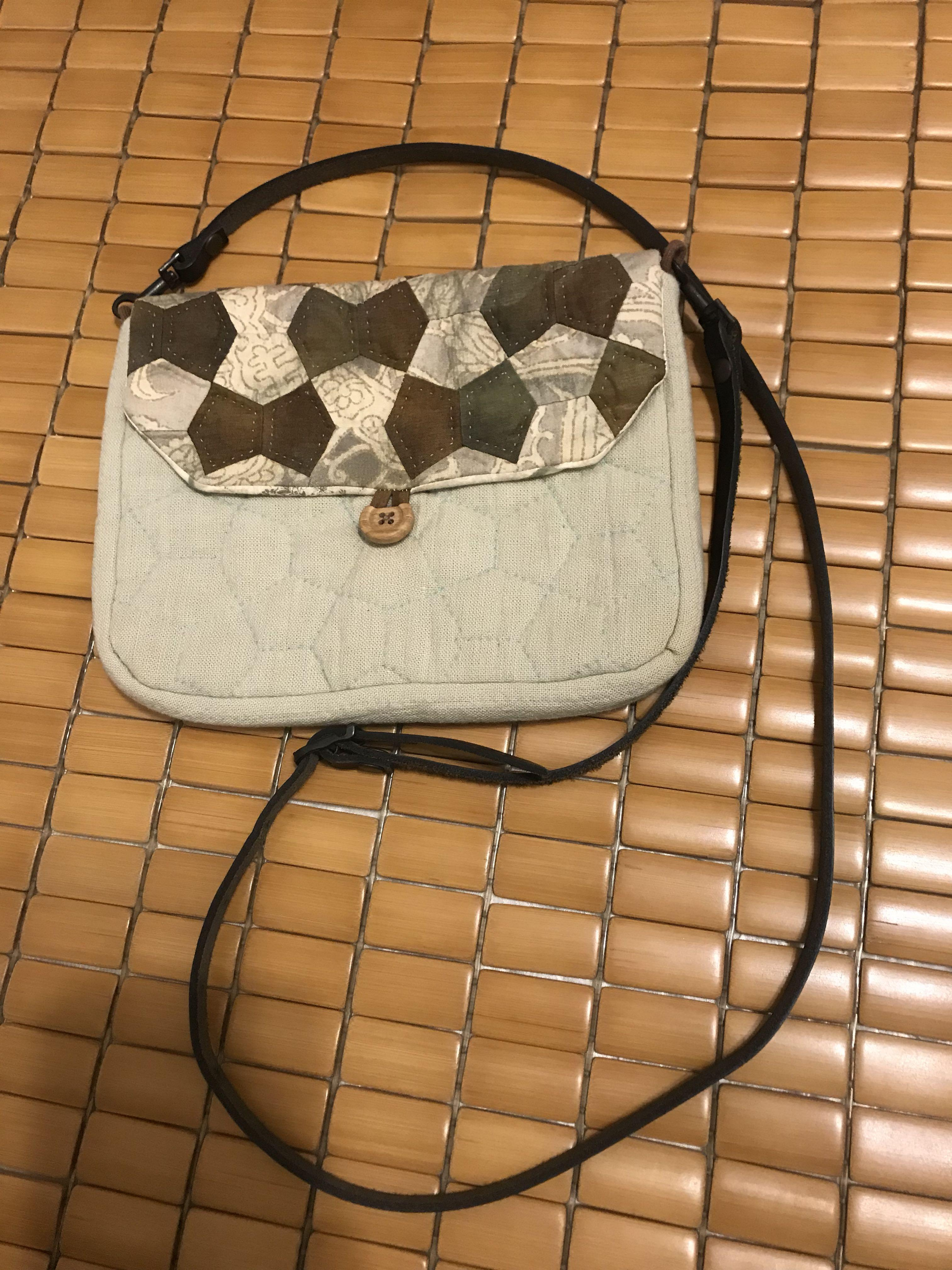 拼布展示品-日本棉布真皮揹帶斜背包