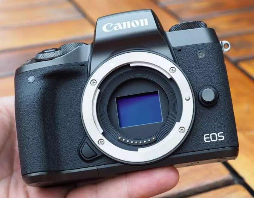Canon EOS M5 Body Only (Tanpa Kartu Kredit)