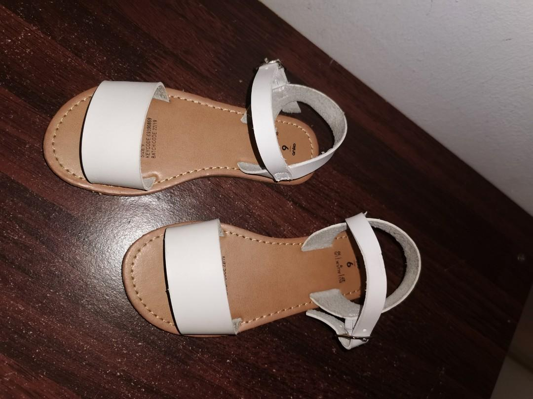 Girl shoes/ sandals size 9, Babies