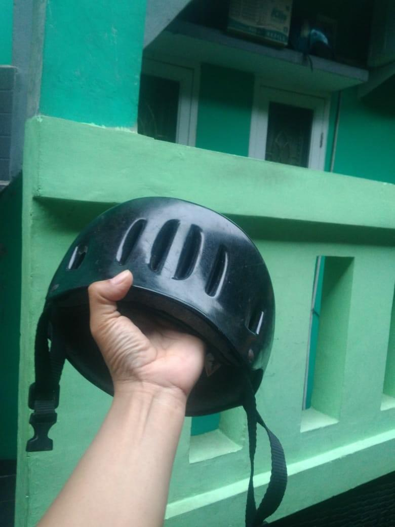 Helm sepeda import