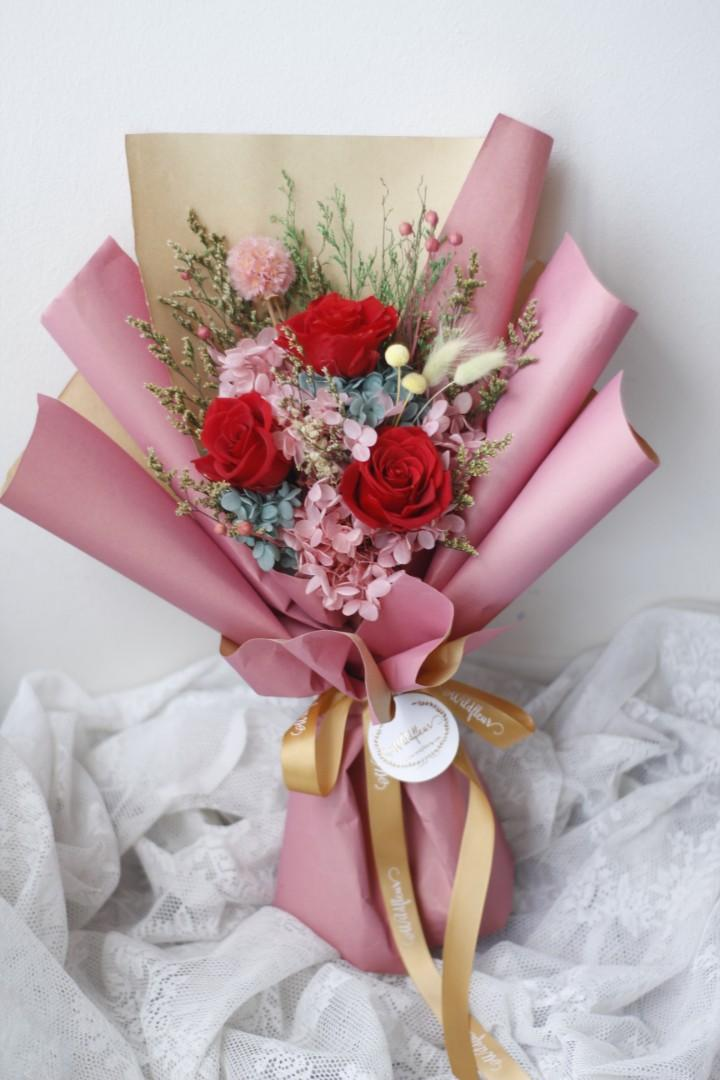 Preserved Flower Bouquet Birthday Graduation Wedding Anniversary Farewell Housewarming Gifts For All Occasions Bell Jar Arrangement Floral Design Gardening Flowers Bouquets On Carousell