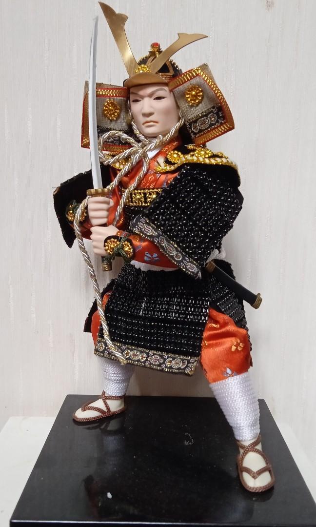 Pajangan boneka samurai