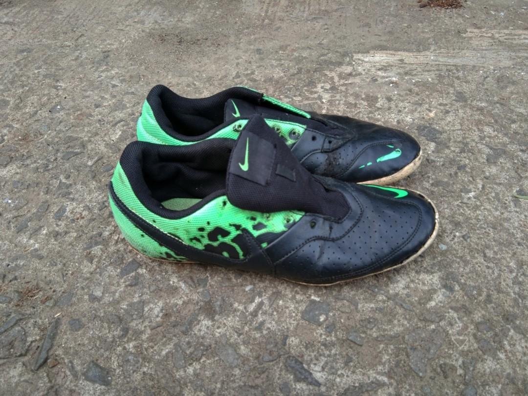 Sepatu futsal nike elastico original