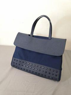 韓國品牌 [KWANI] 深藍鉚釘側背包 電腦包 公事包 包包 #2020掰掰
