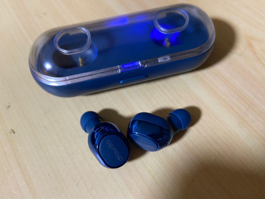 近全新藍芽耳機與充電盒