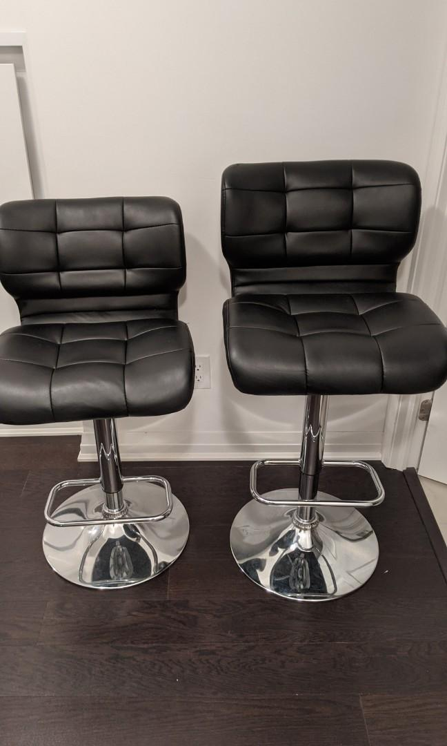 Black bar / counter chairs, adjustable height & swivels