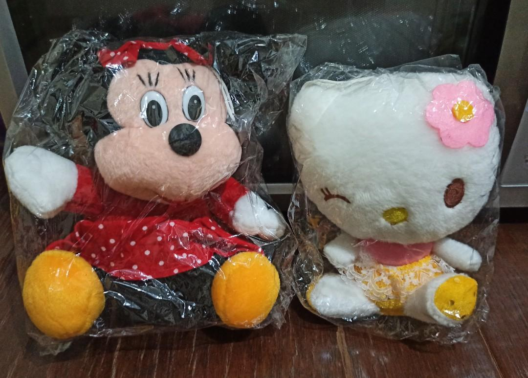 Boneka hello kitty dan minnie mouse