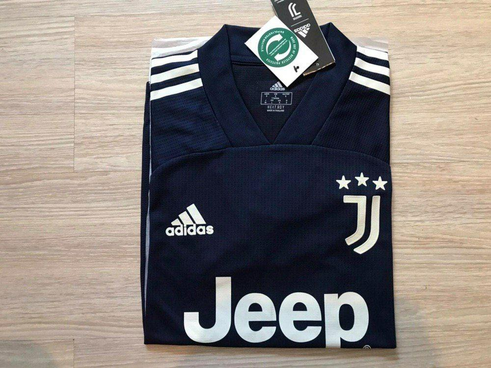 Juventus away 20/21 player issue
