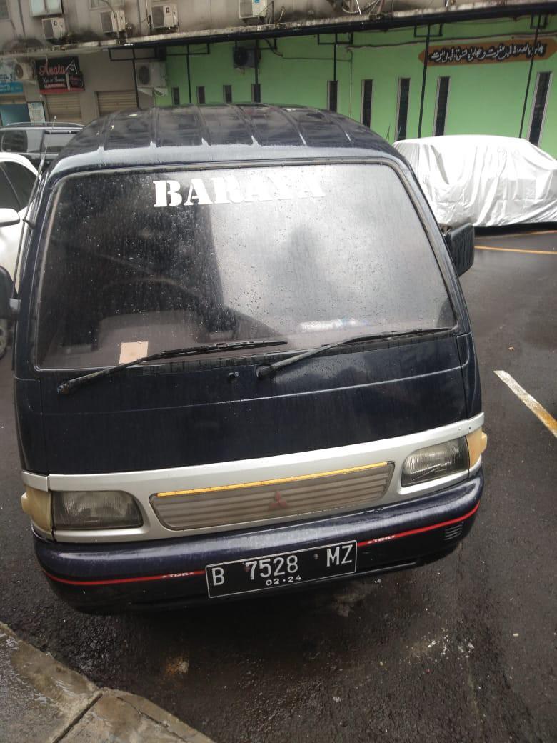Mitzubizi minibus