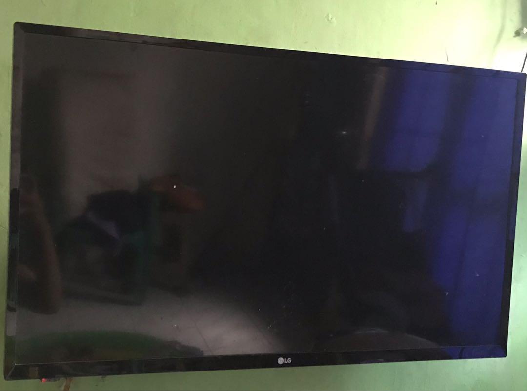 """TV LG 32"""" Khusus Hari Ini, Harga 800rb, Nett ! Ketik deal di chat !"""