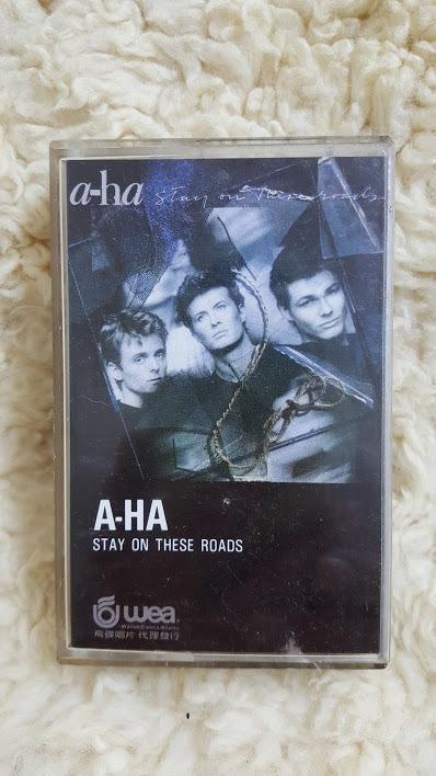 賣場罕見 絕版 A-HA 合唱團 STAY ON THESE ROADS 停留路上 精選輯 專輯 錄音帶 磁帶 卡帶 Cassette