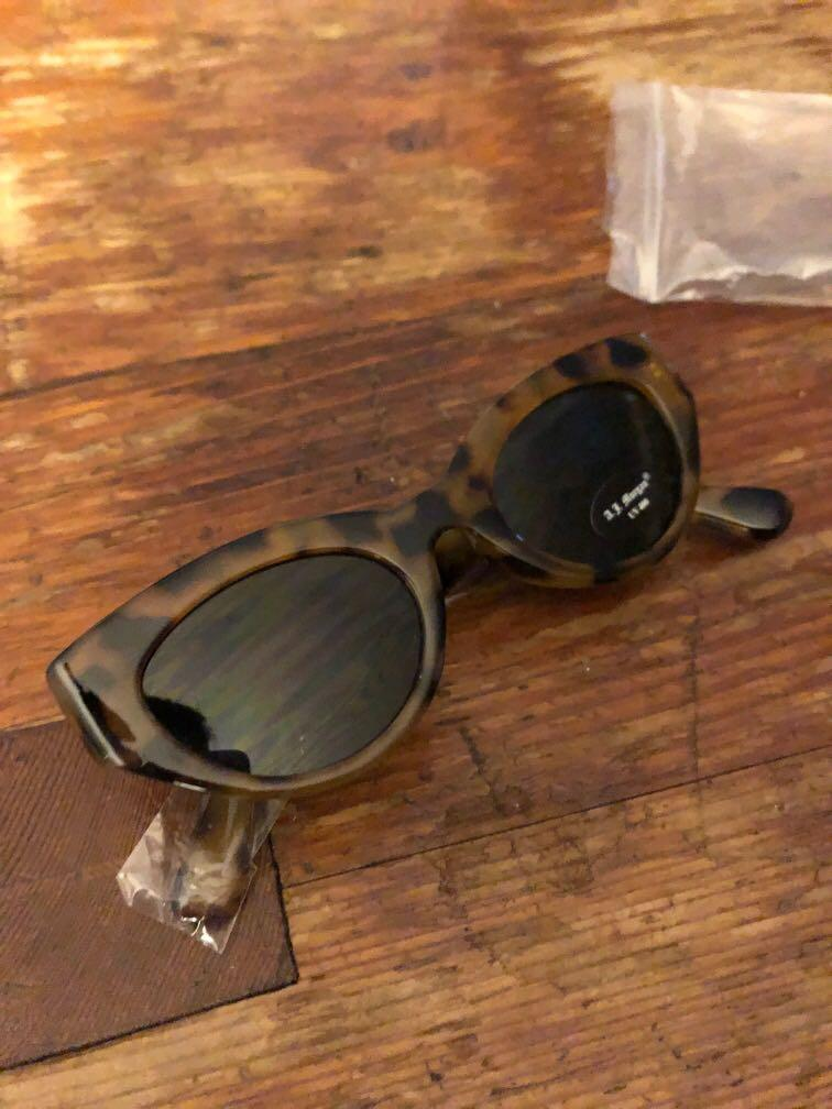 BRAND NEW Tortoise Cat eye sunglasses