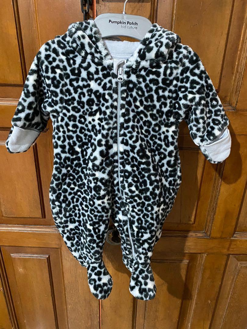 H&M Jumpsuit Velvet size 0-1 mo