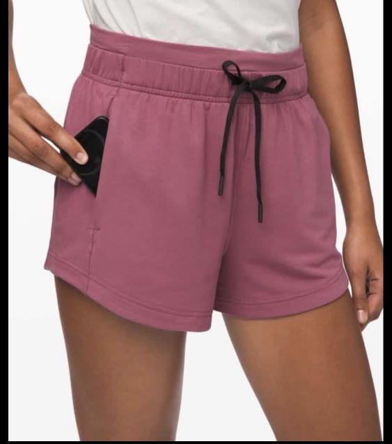 """Lululemon BNWT Inner glow 3"""" shorts in Plumful sz 4"""