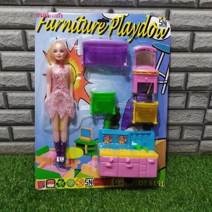 Mainan anak kecil barbie