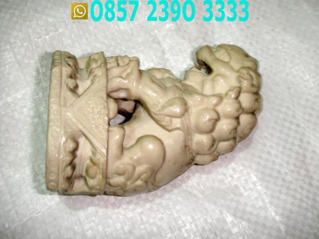 Patung Singa Duduk Lambang Singapura TLX1611