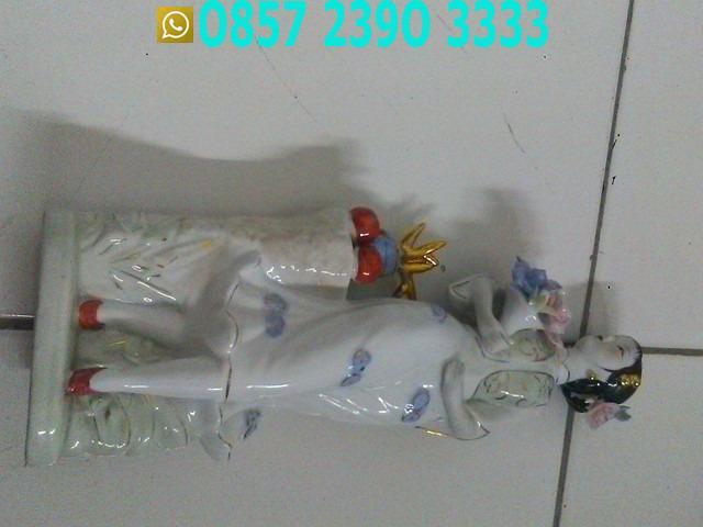 Patung Wanita Cantik Bawa Vas Bunga Kembang TLX6621