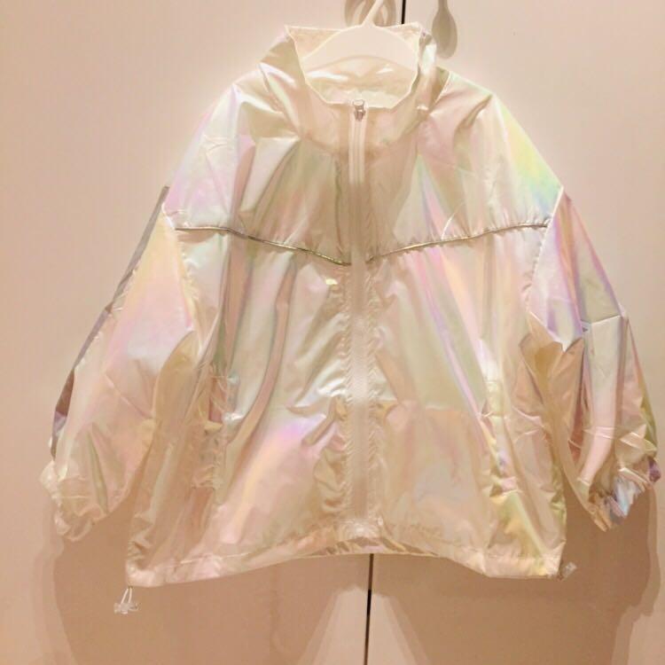 全新女童女寶寶白色鐳射幻彩防雨風衣長袖外套