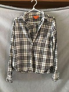 Black and white plaid shirt - size medium