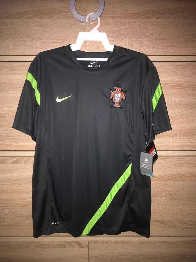 CL0942 Nike Portugal Training