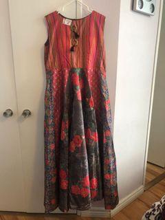 Colour sleeveless dress