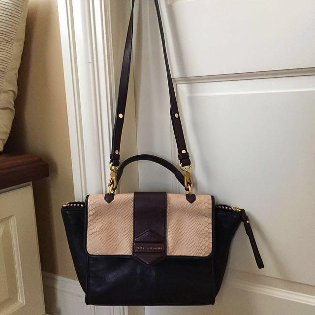 Marc By Marc Jacobs Leather Purse With A Shoulder Strap And A Handle