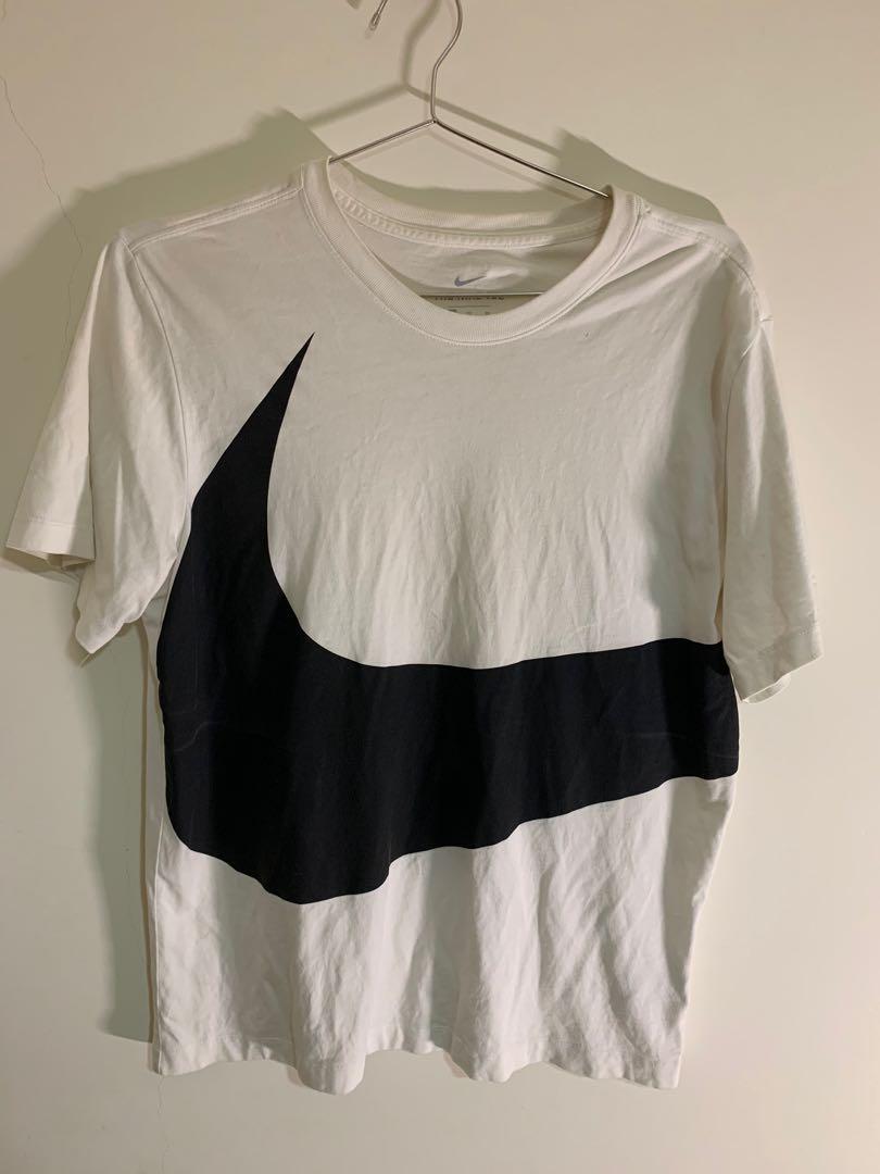 Nike短袖 大Logo短袖 9成新 L-XL可以穿
