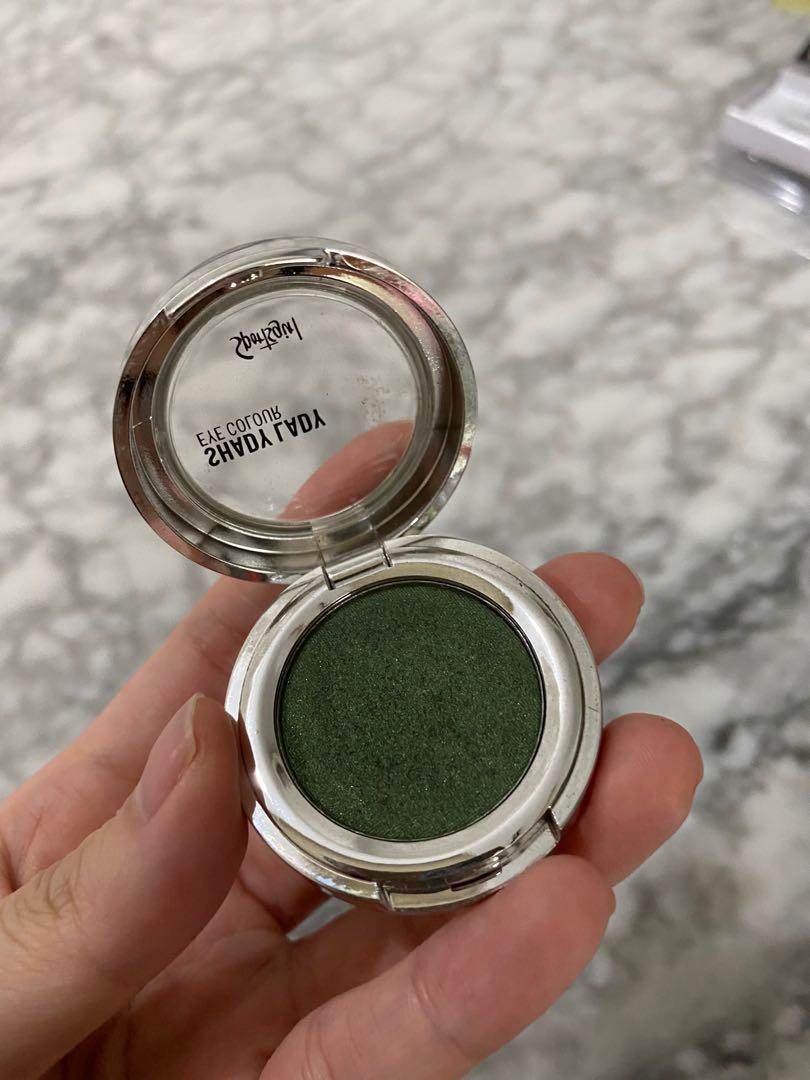 Sport girl eyeshadow green