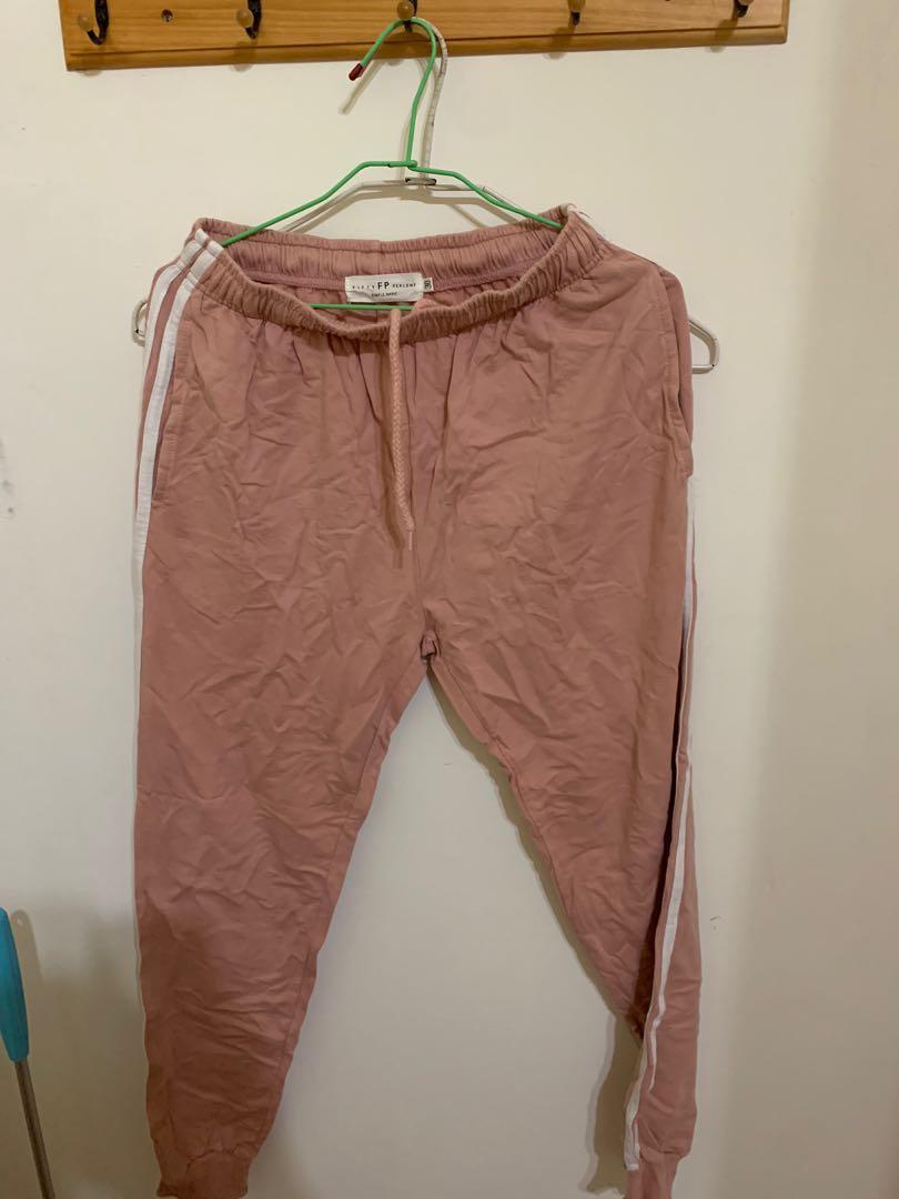粉色運動褲