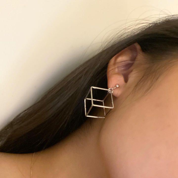 全新)銀色立方體框框耳夾/超時尚🤩