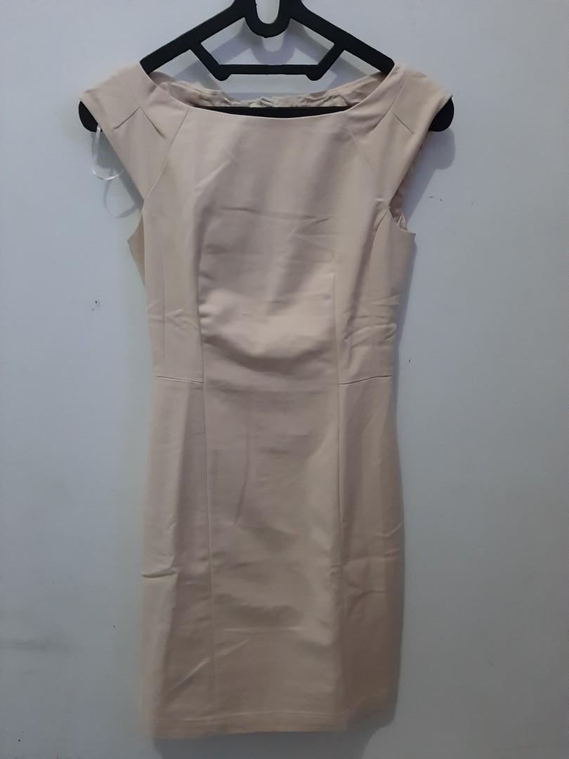Dress kantor warna cream