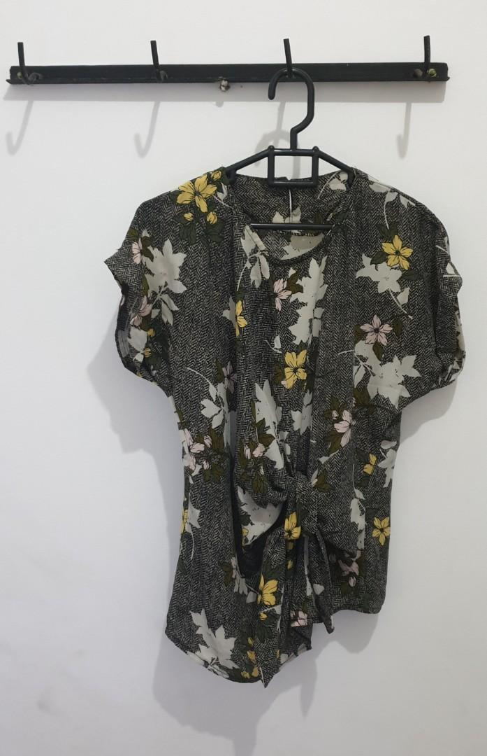 Green army flower blouse / blus bunga