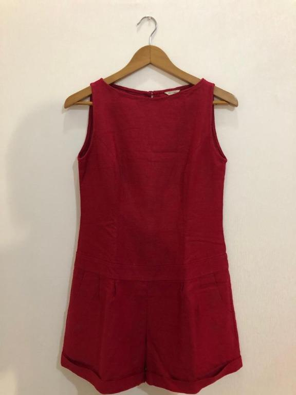 Jumpsuit merah Jil